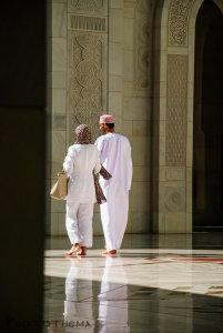 Sultan Qaboos Moskee, Muscat: als je lang genoeg wacht hebt je geen of alleen de 'juiste' mensen in beeld.