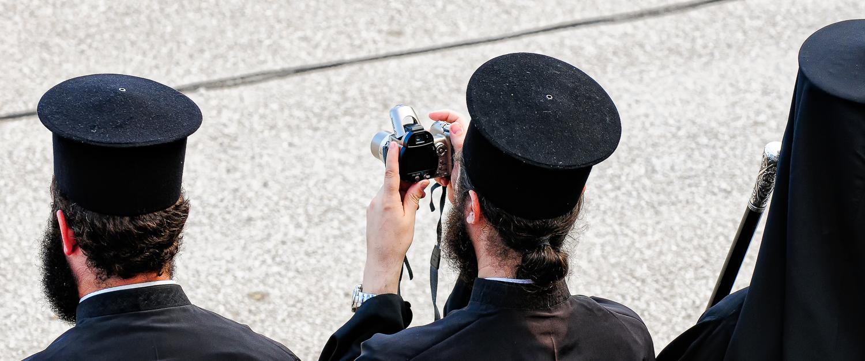 Priester met camera