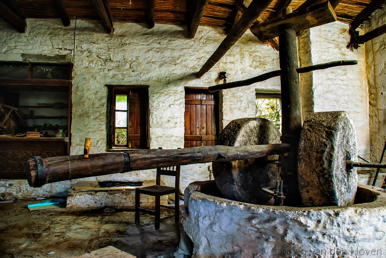 Oude olijfpers op de Peloponnesos